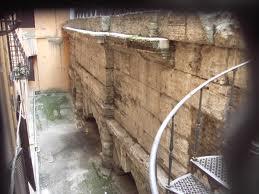 Le arcate dell'acquedotto Virgo in Via del Nazareno